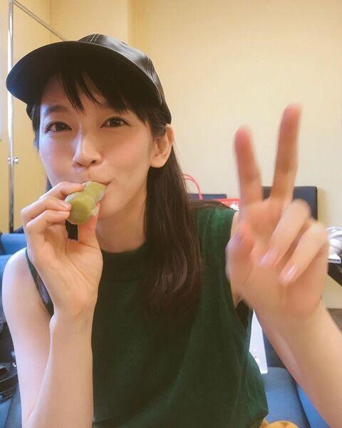 吉岡里帆さんがアイスを食べる不意打ちショットに絶賛の声www