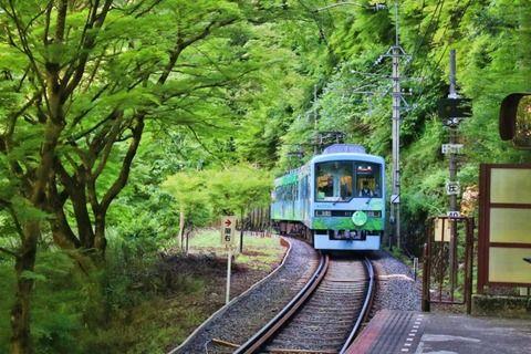 【驚愕】父親「子供が電車に手を降ってるところを撮影しました」鉄オタ「!!?」シュバババ(画像あり)