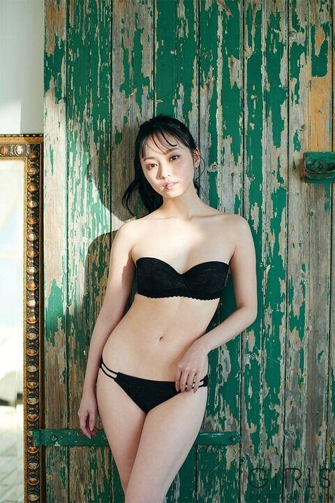 元欅坂46今泉佑唯(21)、ランジェリー姿披露!「丸胸」抜群プロポーションに釘付け