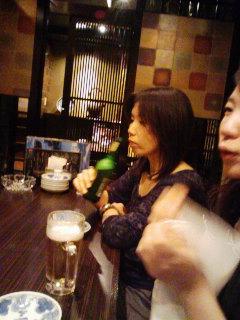 ちこちゃんはラッパ飲み。