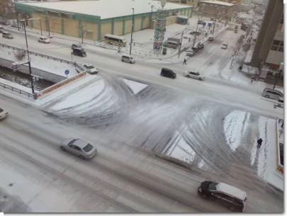 白くなった交差点