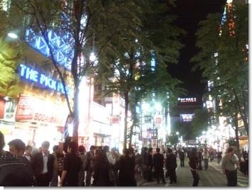 歌舞伎町の賑わい