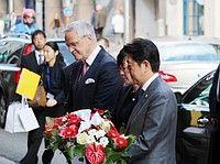 安倍首相、ベルギー訪問でテロ犠牲者に献花