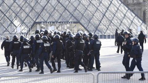 パリで再びテロ発生 テロリストは国内に潜む時代へ