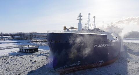 氷を砕く日本のLNG船がロシアで就航