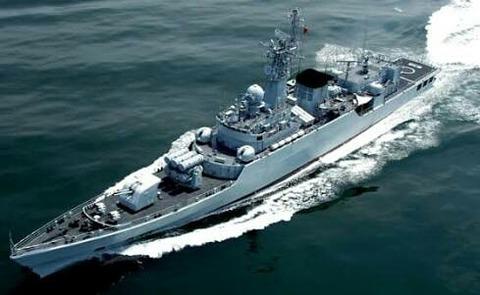 中国海軍のフリゲート艦が尖閣接近  事態は許されない領域に
