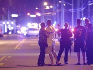 銃乱射テロを防ぎきれなかった責任はどこに?