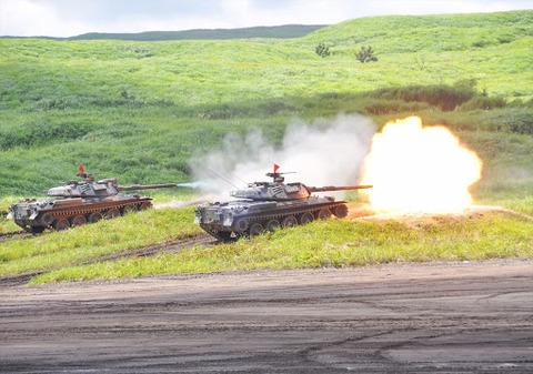第一線部隊の攻撃(74式戦車) 防衛省