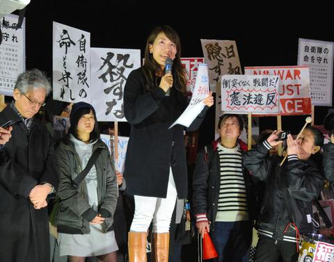【社会】平和ボケのもここまで来たか 稲田防衛相の辞任求め国会前デモ