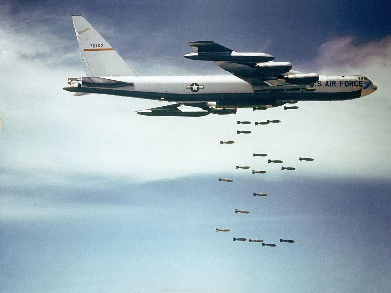 米軍がIS作戦にB-52を投入 集団...
