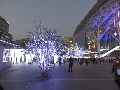 1月4日博多駅前