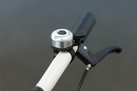 自転車の「チリンチリン」を禁止してみてはどうだろう