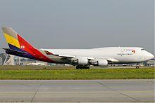 220px-Asiana_Cargo_Boeing_747-400_KvW