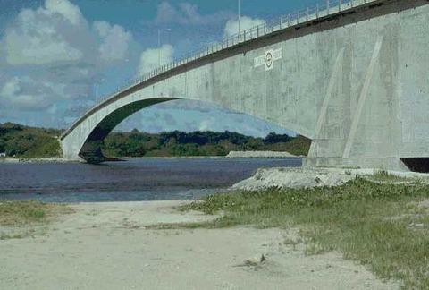 Former_Koror-Babeldaob_Bridge1