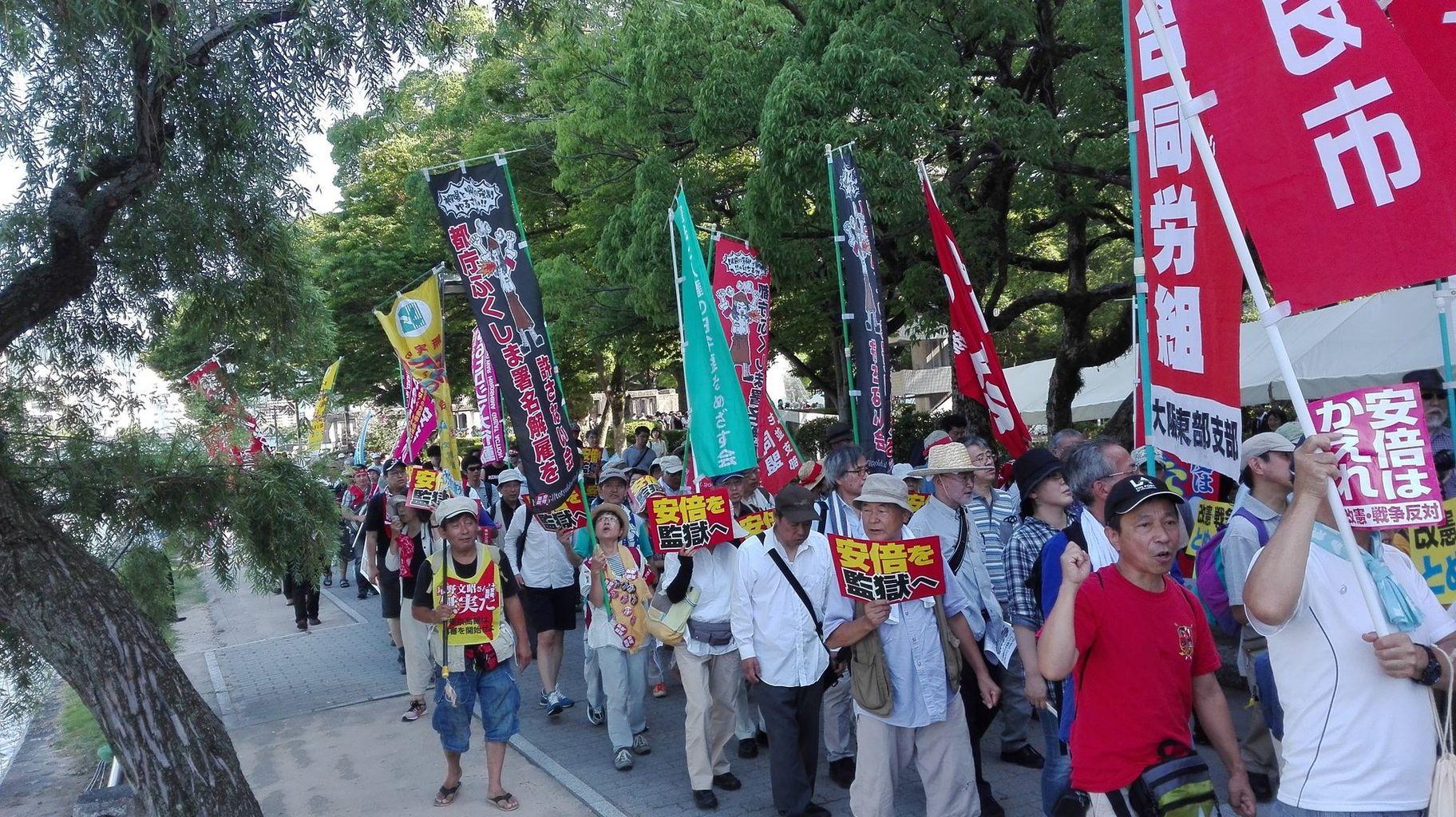http://livedoor.blogimg.jp/gensen_2ch/imgs/d/c/dc2c0971.jpg