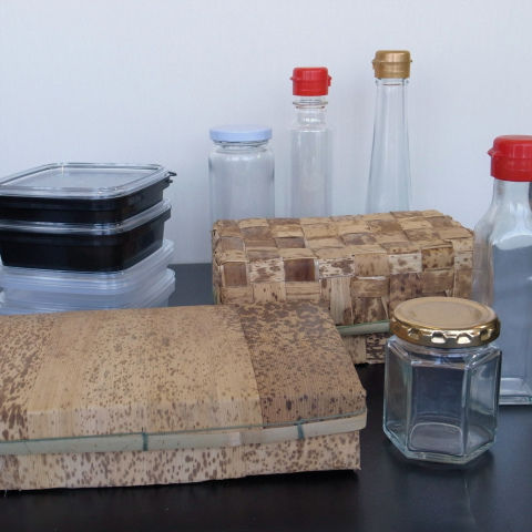 ガラス容器と竹皮製容器
