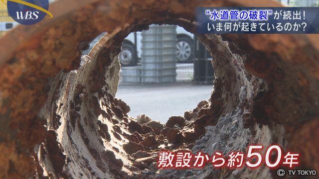 【動画】どひゃぁ!水道管破裂して道路が大変なことに!