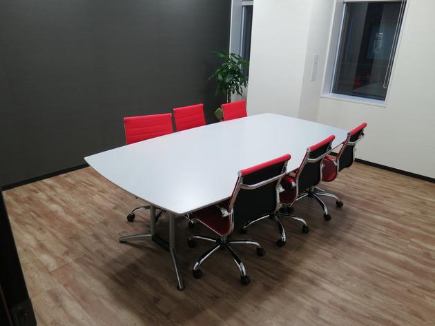小さめの会議室も。