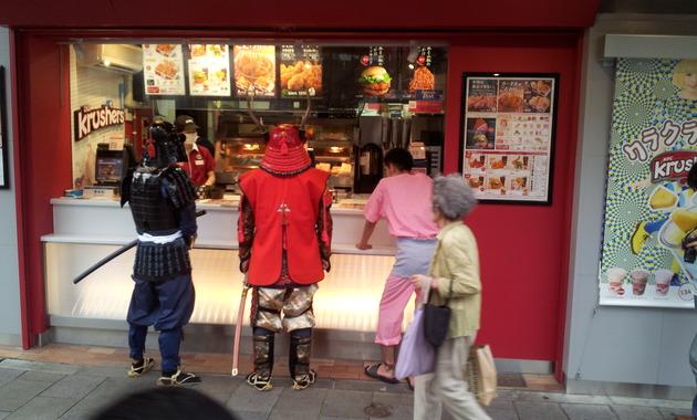 AoビルすぐのKFC北青山店、お世話になりました!