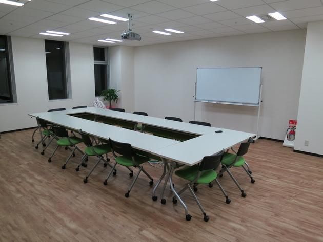 大きめの会議室もあれば、