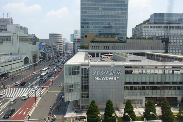 JR新宿ミライナタワー。茶色い建物の少し上あたり(10階)にジオコードが入っております