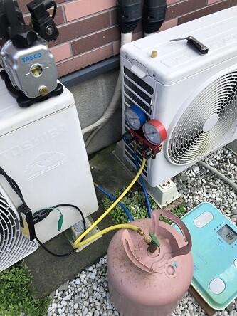 エアコンガス充填作業
