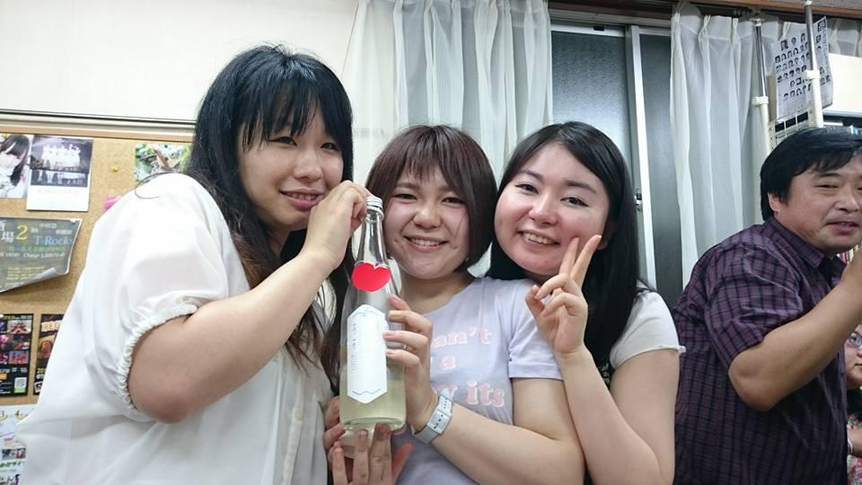 スタッフ3人_n