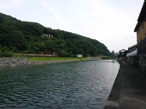 平福 佐用川と利神城跡
