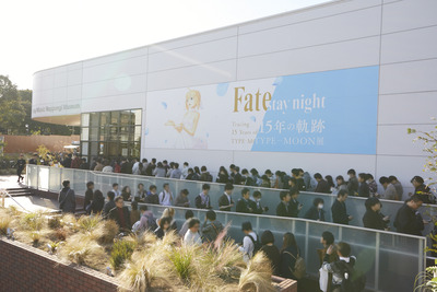 """「TYPE-MOON展 Fate/stay night -15年の軌跡-」来場者数30,000人突破! 1月23日から第2期""""Unlimited Blade Works""""に展示変更"""
