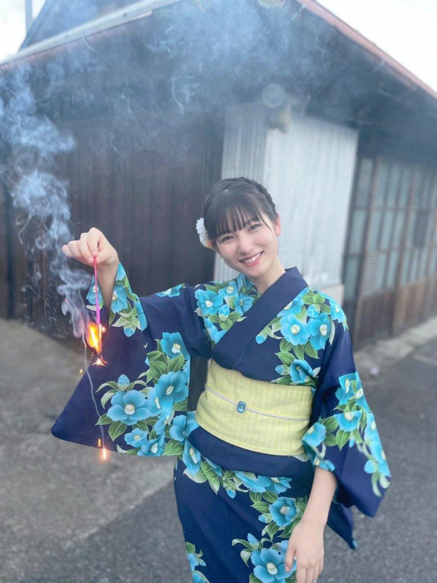 【モーニング娘。】北川莉央(17)、人気急上昇!無垢な白ビキニで弾ける若さ!