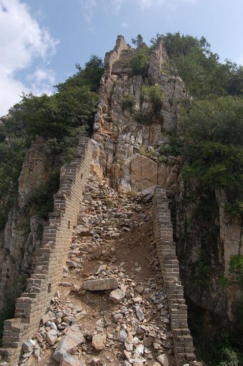 中国人が世界遺産の万里の長城を補修…天災に人災に踏んだり蹴ったり