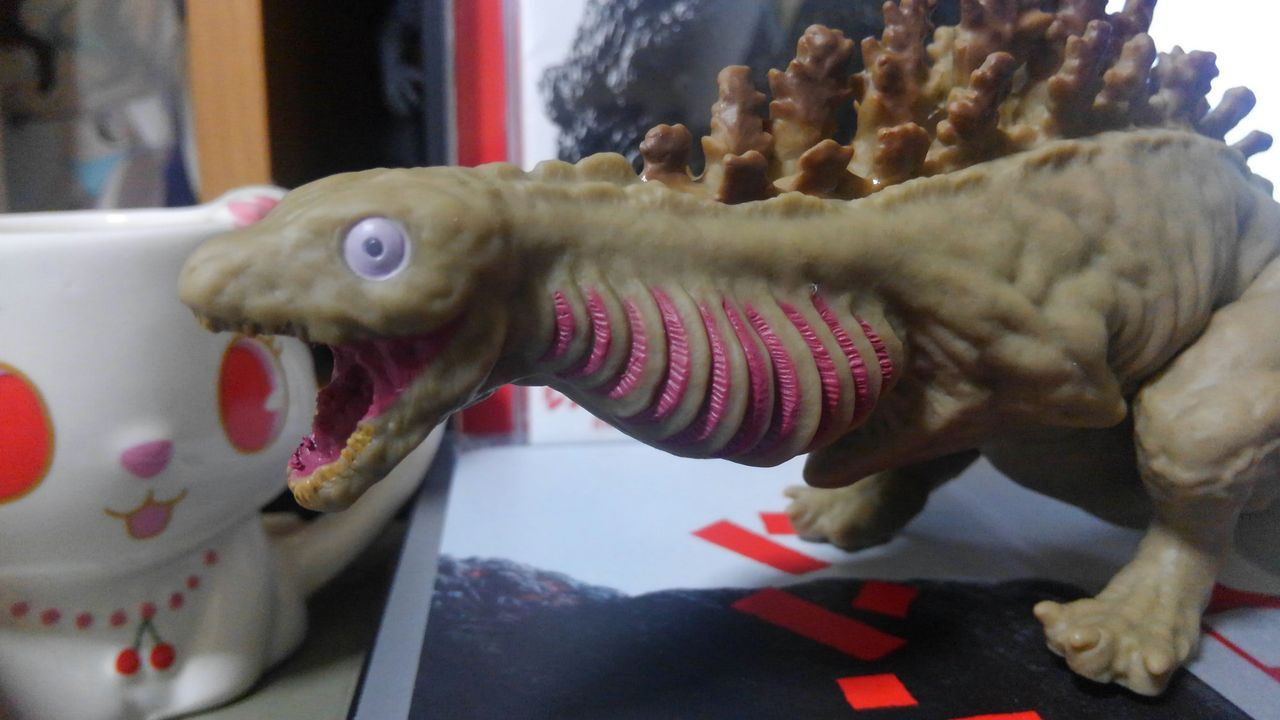 ラブカっていう深海魚がモデルなんだって。イグアナじゃないらぶぅ!深海魚らぶ!ってか。血液凝固剤は注射より飲むのに限るらぶぅ!ゴジラさん!