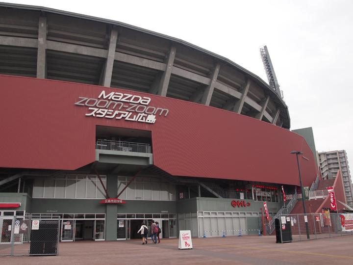 Zoom-Zoomスタジアムを見学。