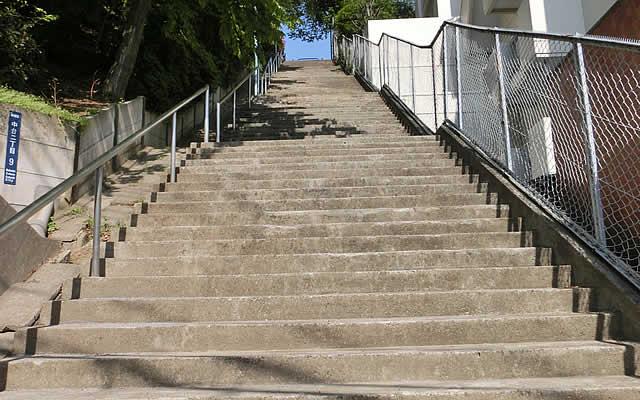 中台二丁目公園の階段