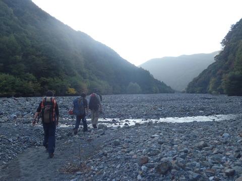 帰りの河原歩き (2)
