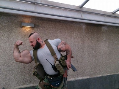 this_syrian_mercenary_is_another_victim_of_synthol_640_10