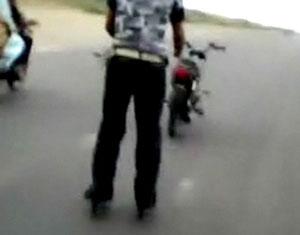 パキスタンの新スポーツローラーブレード・バイク