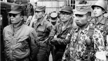 【鈴置高史】「民衆革命」は軍事クーデターを呼んだ 大統領選が煽る韓国の左右対立[1/10] [無断転載禁止]©2ch.net
