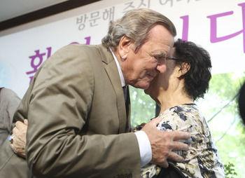 【韓国】 ドイツのシュレーダー元首相が得たものと日本の安倍首相が失ったもの[09/12]