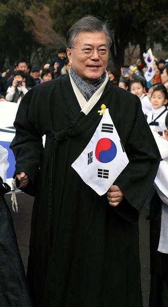 【韓国】 日本式用語の多い韓国憲法・法令用語、文大統領が韓国語化を指示 [03/14]