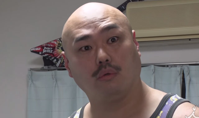 【悲報】クロちゃん 失明する