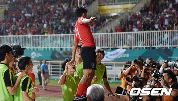 【アジア大会サッカー】 日本メディアが言いがかり...「イ・スンウ、日本の自尊心踏みにじって知らなかったと弁解」[09/16]