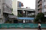 一般廃棄物積載基地と都市の風景