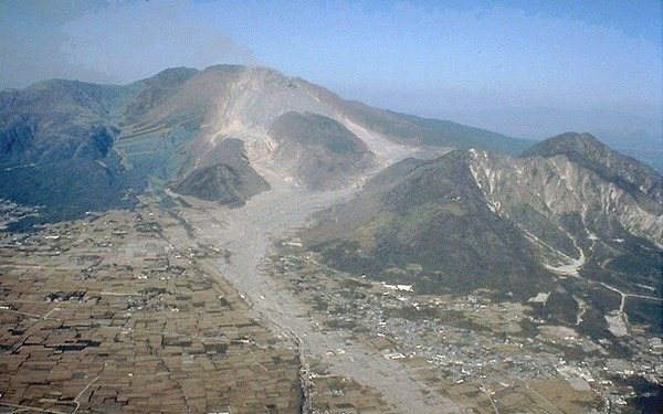 Unzen_pyroclastic_and_lahar_deposits