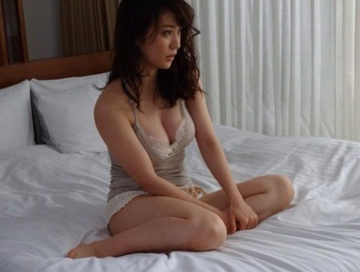 大島優子「タンクトップ姿でラブホ」主演映画ロマンスが8月公開! タンクトップ姿イイネ!