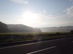 2012-08-27 早朝ライド 田中あたりからの朝日…まだ強いですね