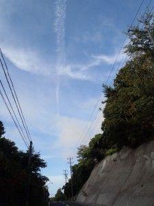 2012-09-05 早朝ライド 南磯に向かう坂道で見上げる空