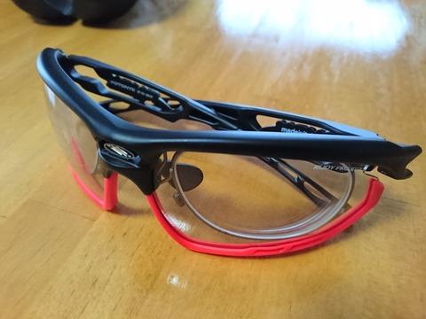 自転車用の調光サングラス買いました