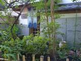 横浜・元町梅林の入り口