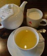 LUPICIAカフェの紅茶・いちごバニラ